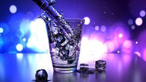 Der menschliche Körper besteht zu 60% aus Wasser. Gerade bei einer Diät und beim Sport gilt es ausreichend viel Wasser zu trinken.