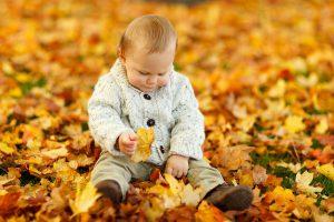 Gerade Kleinkinder haben viel braunes Fett in ihrem Babyspeck. Welcher vor Kälte schützt und viel Wärme produziert.