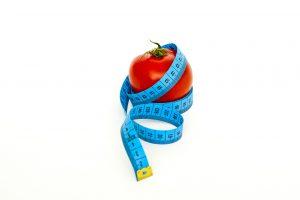 Fett abbauen sollte man mit realistischen Zielen. 5% Körpergewicht in einem halben Jahr sind sinnvoll.