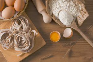 Eiweiße sind für den Muskelaufbau wichtig in Kombination mit Kohlenhydraten.