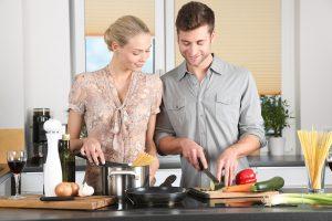 Frauen und Männer ernähren sich unterschiedlich.