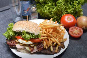 Fast Food enthält in der Regel kaum Gemüse.