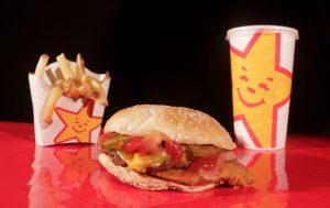 Fast Food Kalorien stehen den Zielen des Abspeckens bei einer Diät im Weg.
