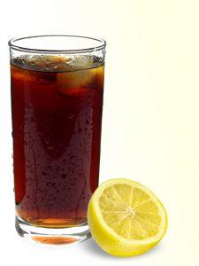Alkoholfreie Getränke die viele Kalorien in Form von einfachem Zucker enthalten, we Cola, sind bei einer Diät zu meiden.