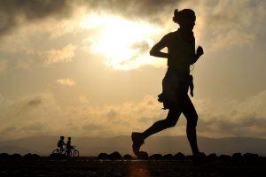 Wer körperlich schwer arbeitet sollte einen Ausgleich durch Ausdauertraining schaffen.