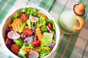 In der richtigen Kombination und mit Gewürzen, Kräutern und Dressings kann Gemüse äußerst schmackhaft sein.