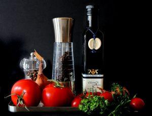 Der richtige Mix an Fetten, Kohlenhydraten und Eiweißen zeichnet eine gesund Ernärhung aus.