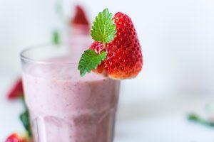 Shakes können zum Beginn als Einstiegshilfe nützlich sein, wenn man Mahlzeiten durch sie komplett ersetzt und nicht zusätzlich trinkt.