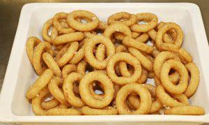 Calamares Romana sind zwar lecker, enthalten aber wie alle frittierten Gerichte viel Fett.