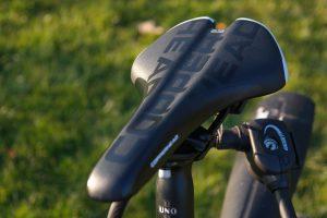 Auch der Fahrradsattel sollte richtig gewählt sein um Schmerzen beim Sitzen zu vermeiden.