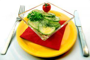 Ballaststoffe wie in Salaten helfen dabei den Hunger zu unterdrücken.