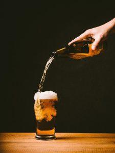 Alkoholfreies Bier hilft beim Kalorieneinsparen.