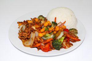 Die asiatische Küche ist mit viel Gemüse leicht und gesund sofern nicht zuviel frittiertes Fleisch und Gemüse auf dem Teller landet.