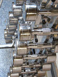 Krafttraining födert den Stoffwechsel und hilft beim Abnehmen.