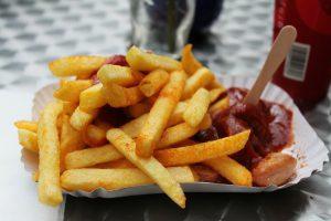 Der Verzicht auf fettiges Essen kommt der Figur und dem Darm zu Gute.