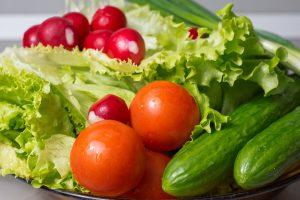 Gemüse wie Salate enthalten viel Ballaststoffe und sind wichtig zum Abnehmen.