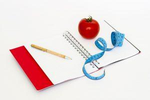 Stellt sich kein Gewichtsverlust trotz Diät ein kann ein Ernährungstagebuch weiterhelfen.