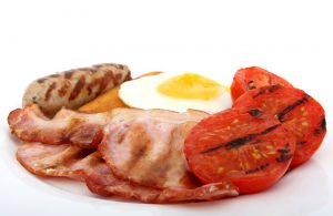 Bei der Keto-Diät verzichtet man fast vollständig auf Kohlenhydrate und ernährt sich vorwiegend von Fetten und Eiweiß.