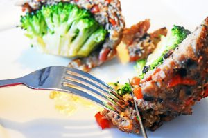 Mit Gemüse kombiniert wird Hackfleisch zu einem gesunden Mix.