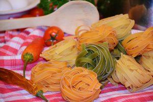 Die Zufuhr von Kohlenhydraten wie in Form von Nudeln wird bei der Diät beschränkt.