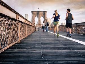 Mit einen Trainingspartner oder Laufpartner macht Training im Freien doppelt soviel Spass und fällt leichter da die Motivation steigt und die Zeit schneller beim Laufen vergeht.
