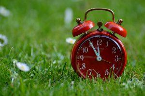 Wer die Uhrzeit im Auge hat nimmt am besten ab.