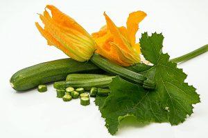 Zucchinis lassen sich auch gut mit Basilikum kombinieren.