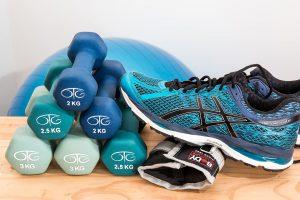 Neben der Ernährung ist auch Bewegung wichtig zum Abnehmen.