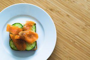 Zu wenig essen kann bei einer Diät kontraproduktiv sein.