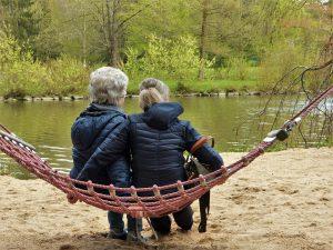 Abnehmen in den Wechseljahren, was es zu beachten gilt, um trotz Hormonumstellung schlank zu bleiben.