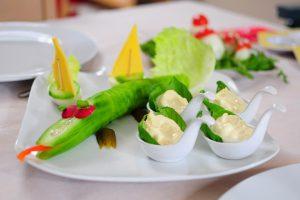 Wer zum Frühstück zu wenig isst riskiert am Mittag Heißhungerattacken.