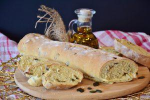 Bei der Lutz-Diät meidet man Kohlenhydrate aus weißem Mehl.