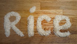 Die Reisdiät setzt auf Reis, auf English Rice und wenig Salz.