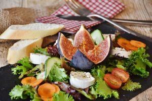 Das beachten der Energiedichte von Speisen kann beim Abnehmen helfen.