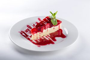 Wie Süßes beim Abnehmen helfen kann. Ein Dessert am Mittag kann bei einer Diät sinnvoller sein als ständiges Naschen.