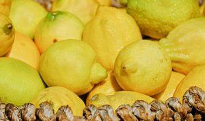 Bei der Zitronensaft-Diät nimmt man täglich den Saft von 3 bis 8 gepressten Zitronen zu sich.