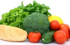 Gemüse, Obst und Produkte aus vollem Korn sollten in den Speiseplan integriert werden.