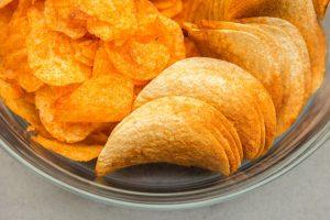 Trans-Fettsäuren in industriell gefertigten Produkten wie Chips sollte man meiden.