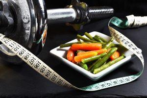 Die richtige Ernährung hilft beim Muskelaufbau und der Diät.