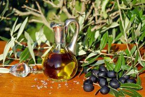 Gesundes natives Olivenöl ist wichtiger Bestandteil der Mittelmeer-Diät.
