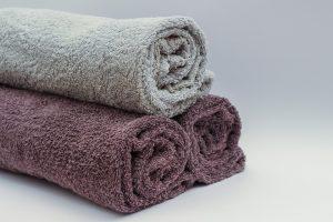 Handtücher eignen sich auch gut zum Trainieren.