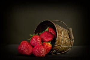 Erdbeeren sind kalorienarm und reich an Vitaminen und Mineralstoffen.