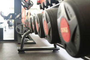 Beim Sport werden Fettsäuren durch den Stoffwechsel in Kohlendioxid umgewandelt.