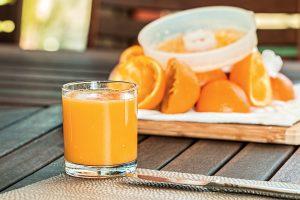 Orangensaft kann den Harnsäurespiegel senken.