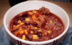 Ein gutes Chili con carne sollte über Nacht durchziehen, um seine vollständige Schärfe entfalten zu können.