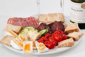 Den Kaloriengehalt der Mahlzeiten sollte man den Tageszeiten anpassen.