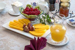 Auf das Frühstück sollte man bei einer Diät nicht verzichten, es liefert Energie für den Tag und vermeidet Heißhungerattacken.