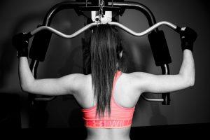 Bewegung kann auch durch Kraftsport realisiert werden.