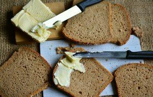 Erst der Belag, wie die sprichwörtliche Butter auf dem Brot, Wurstwaren, Käse etc. machen das Brot kalorienreich.