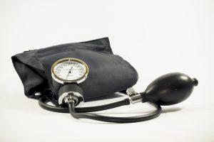 Die Messung des Blutdruckes kann krankhafte Veränderungen aufspüren.